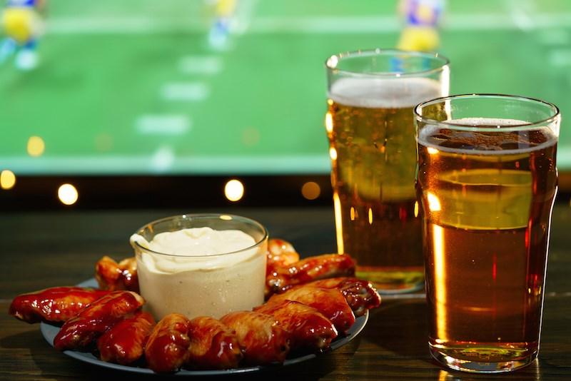 bar-nfl-football-screen-food-beer