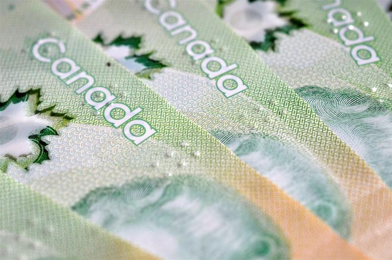 canadian-money-cash-bills-20