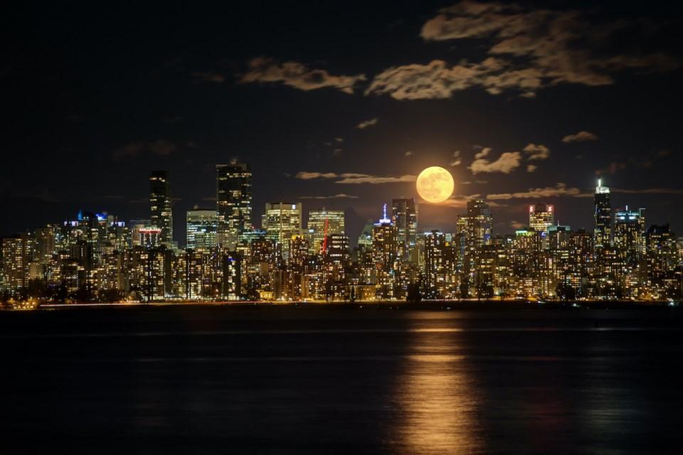 full-beaver-moon-vancouver-november