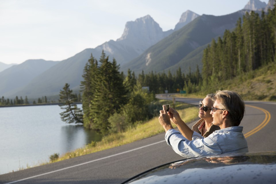 people-taking-pictures-roadside