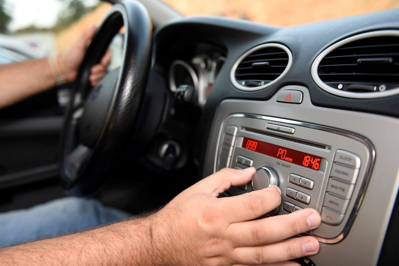 tuning-car-radio-stereo