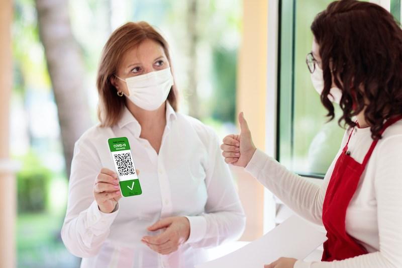 vaccine-qr-code-proof-card-passport-restaurant