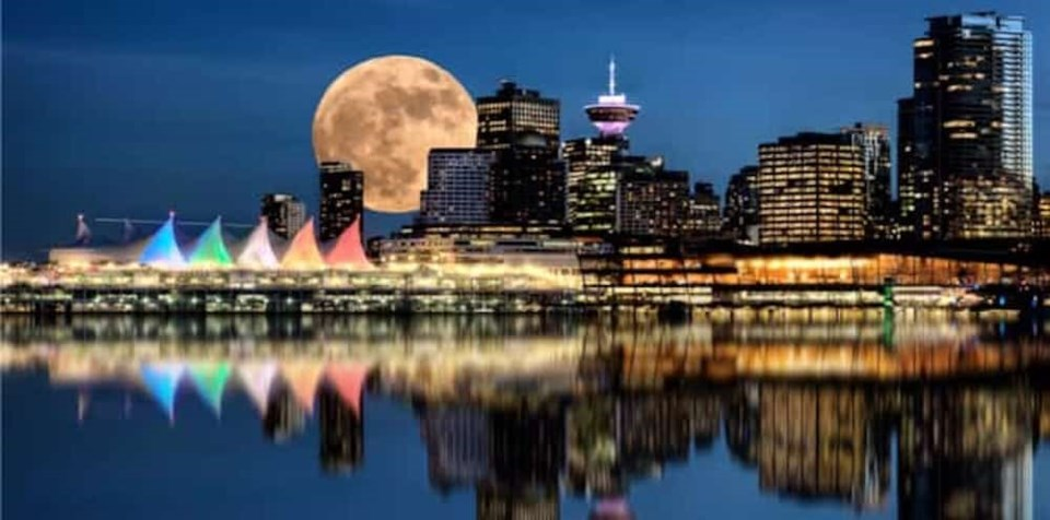 supermoon-vancouver-downtown