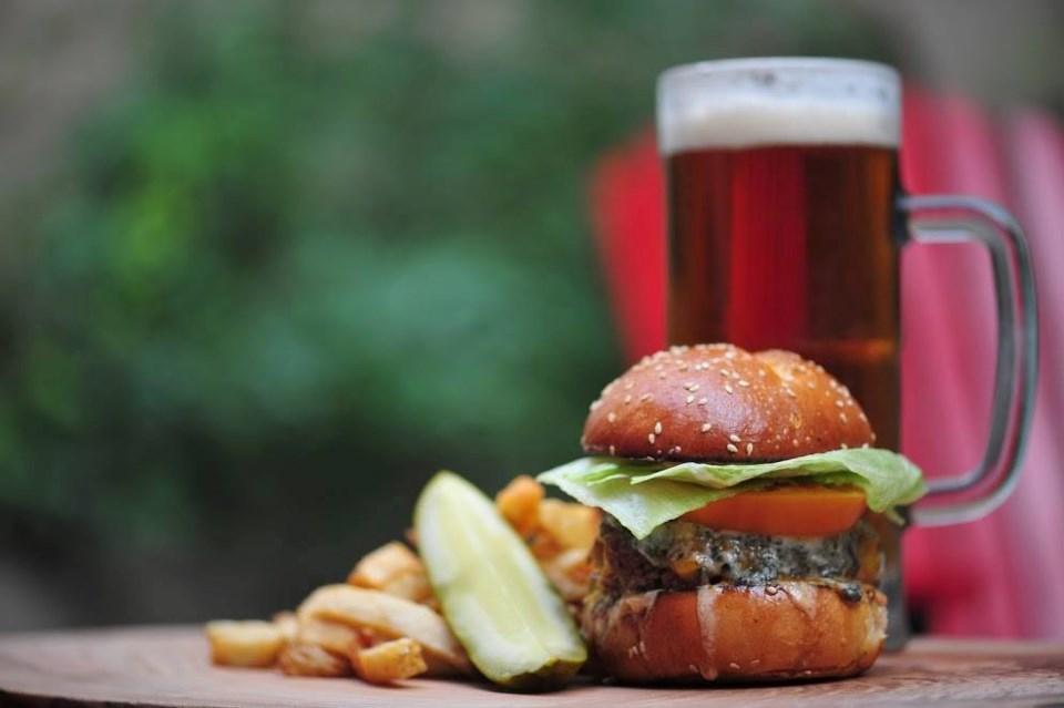 timber-vancouver-restaurant-burger-beer