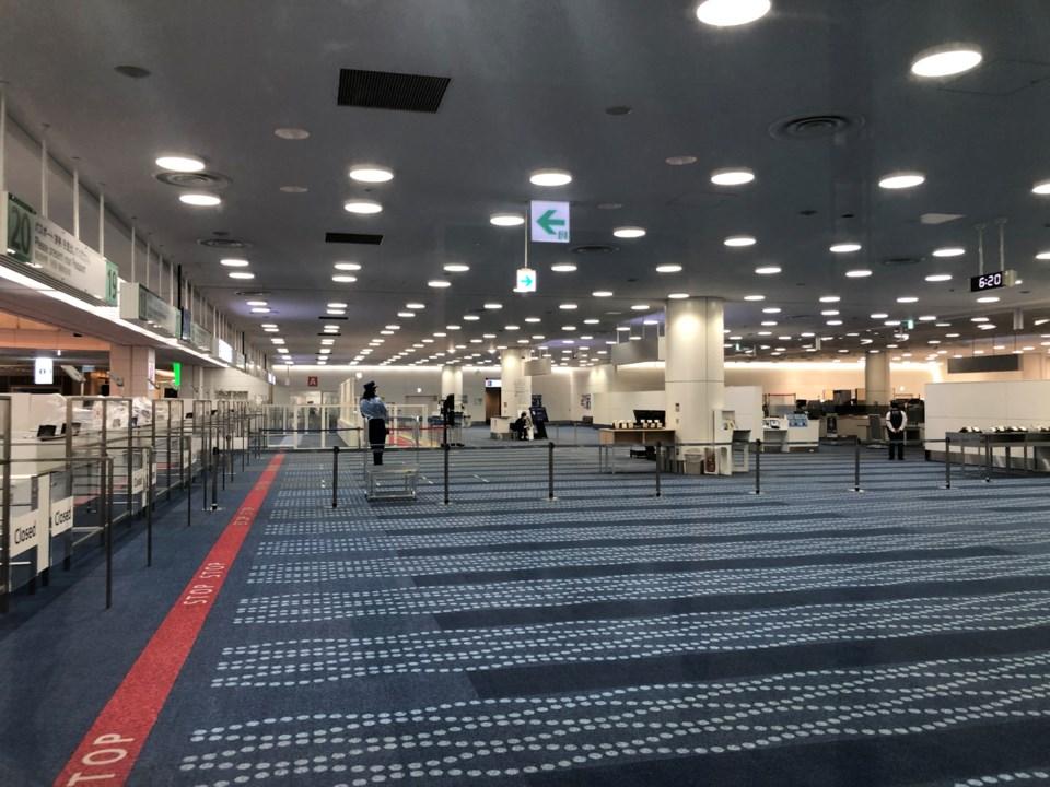 tokyo-airport-empty