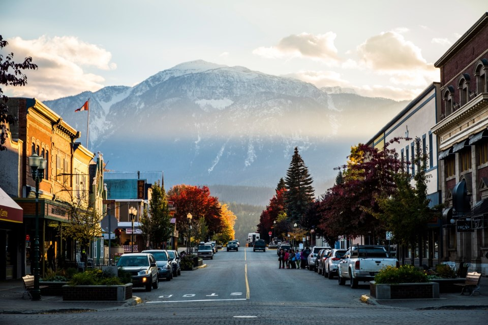 tourism-revelstoke-downtown