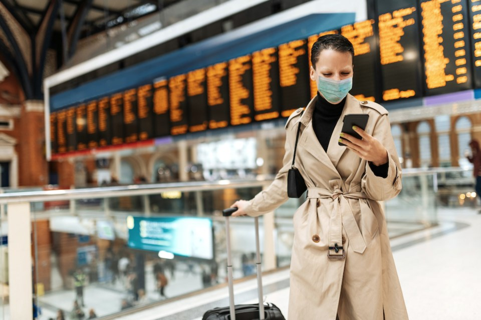 face-mask-airport