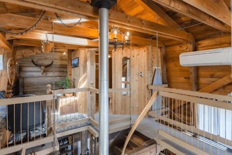inside-cottage-floating