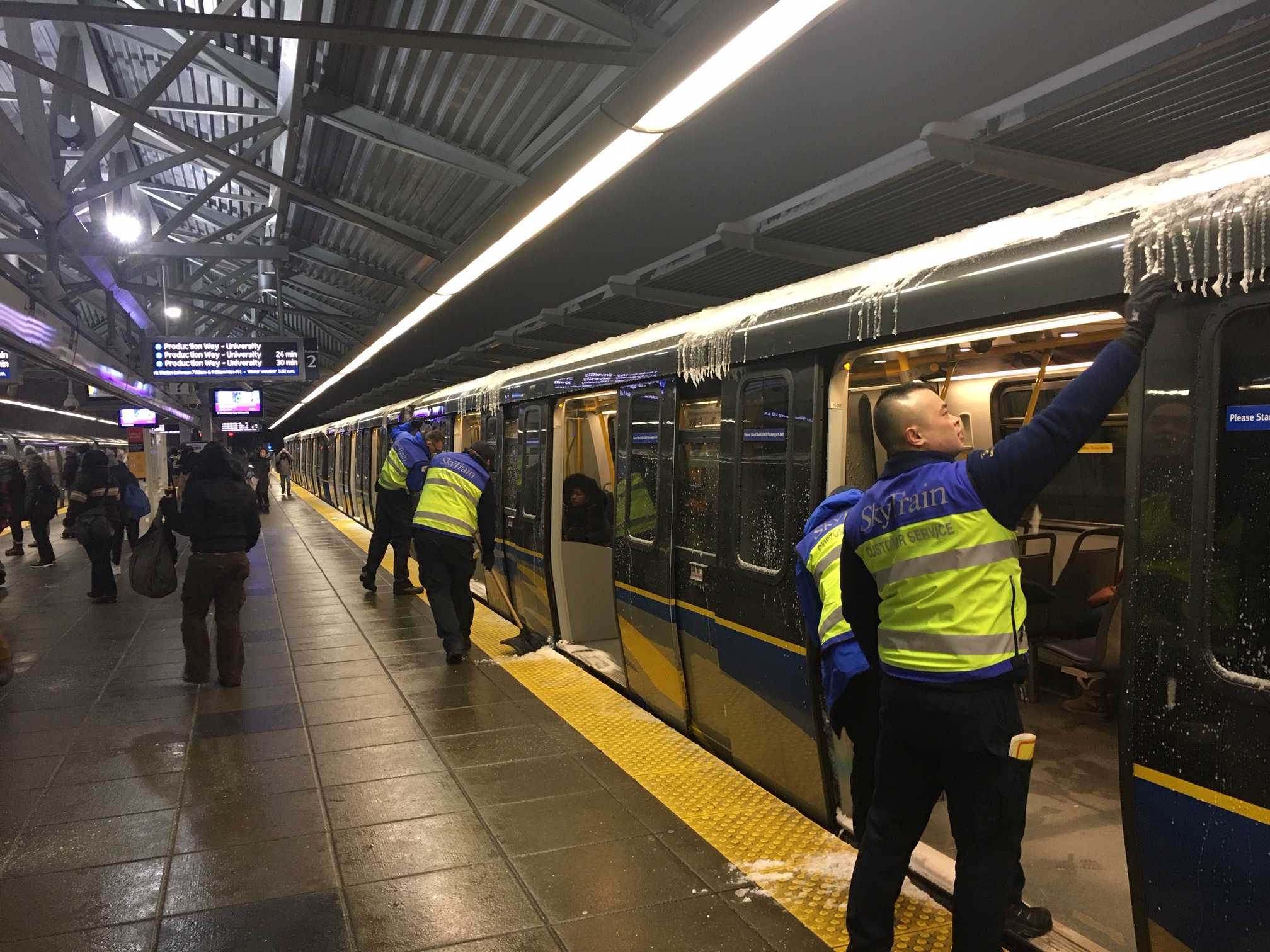 SkyTrain delays, downed trolley wires and more TransLink issues for Friday's commute