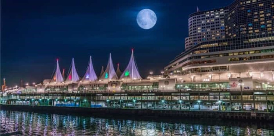 vancouver-full-moon-downtown