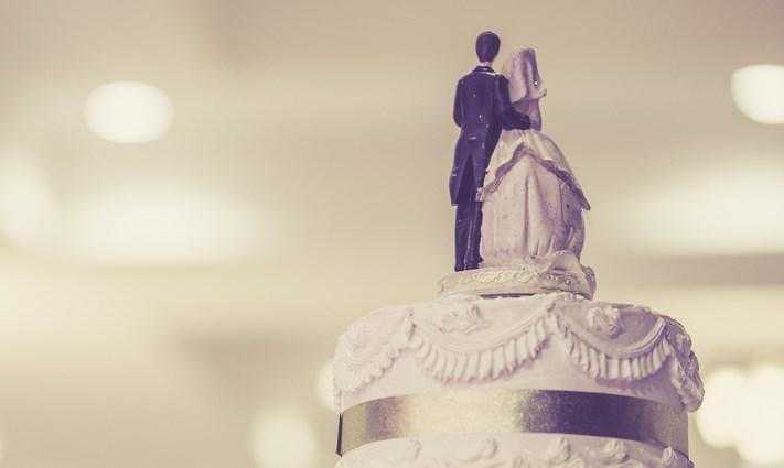 wedding-cake-topper-couple