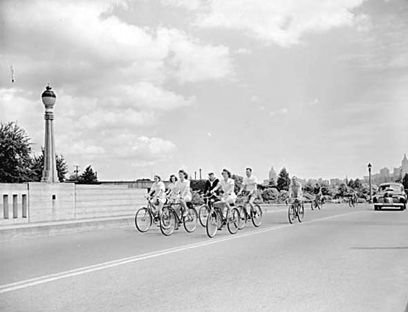 1943 - The Canadian Youth Hostel bike hike coasts through Stanley Park.