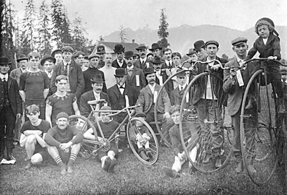 1890s - Bicycle racers and others at Brockton Point