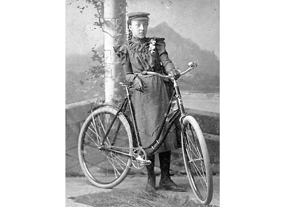 1898 - Miss Frank Eleanor Mills and bicycle.