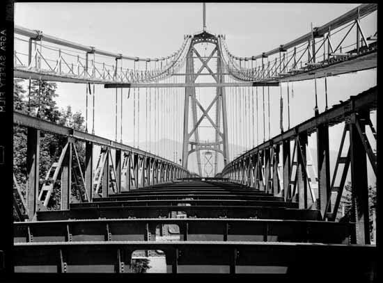 Construction of the Lions Gate Bridge: Image courtesy of VPL 39749.
