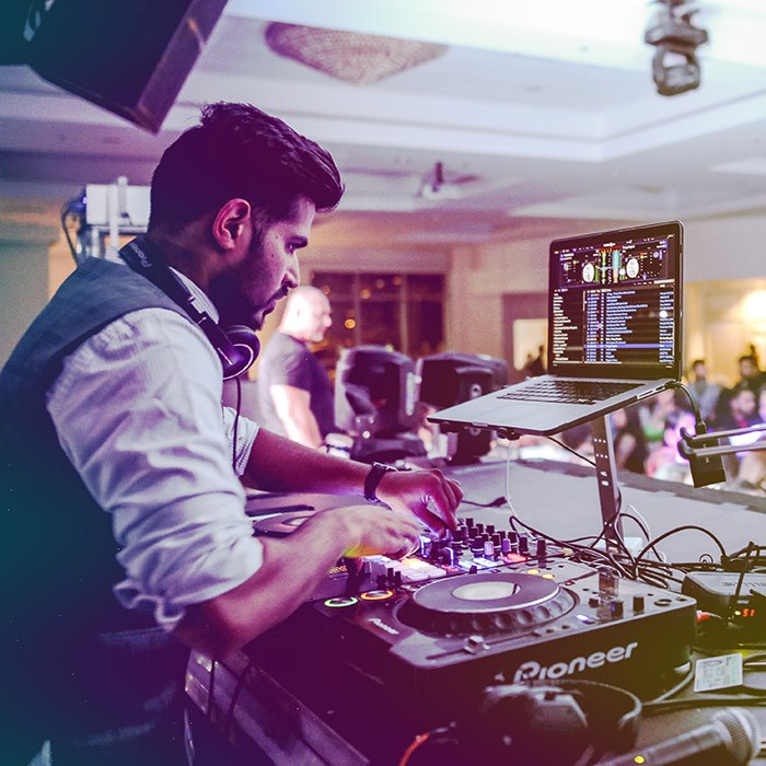 DJ Khanvict.
