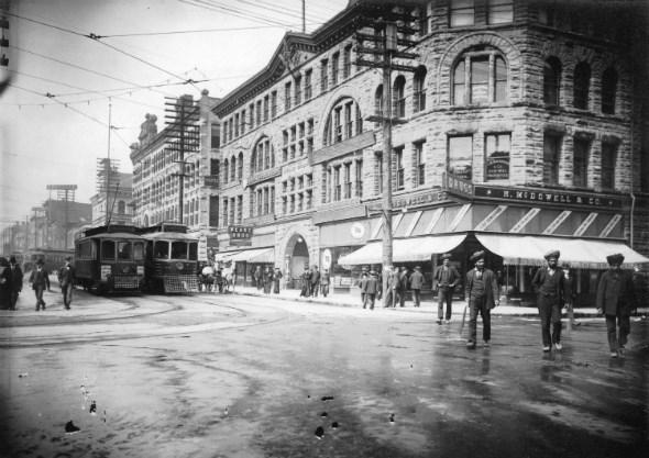 Streetcars passing at the 400 block of Granville Street in 1908. CVA 677-585