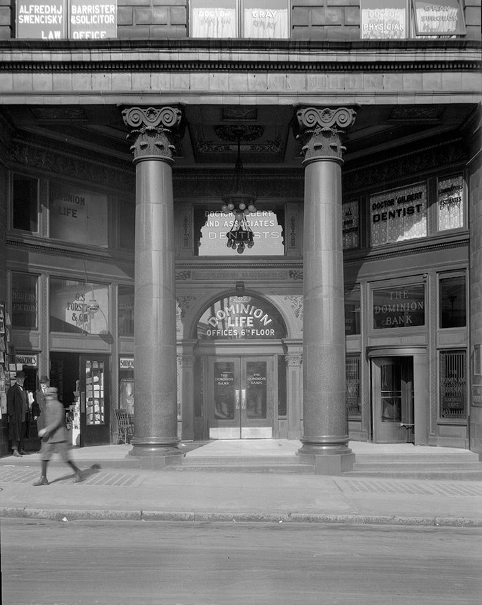 Dominion Building entrance at 207 West Hastings Street, 1925. City of Vancouver Archives: CVA 99-3539.