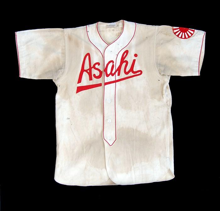 Uniform worn by Kaye Kaminishi. Photo courtesy of the NIKKEI NATIONAL MUSEUM/1998.6.1.
