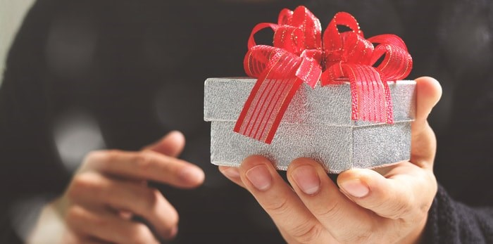 Giving a small gift/Shutterstock