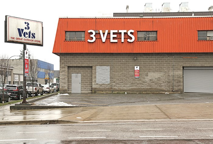 3 Vets, the once-great outdoor store, closed its doors in 2017. Photo Bob Kronbauer