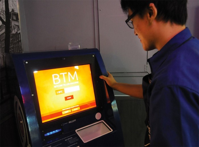 A customer uses a bitcoin terminal at Waves Coffee Shop on Lonsdale Avenue. Mike Wakefield photo