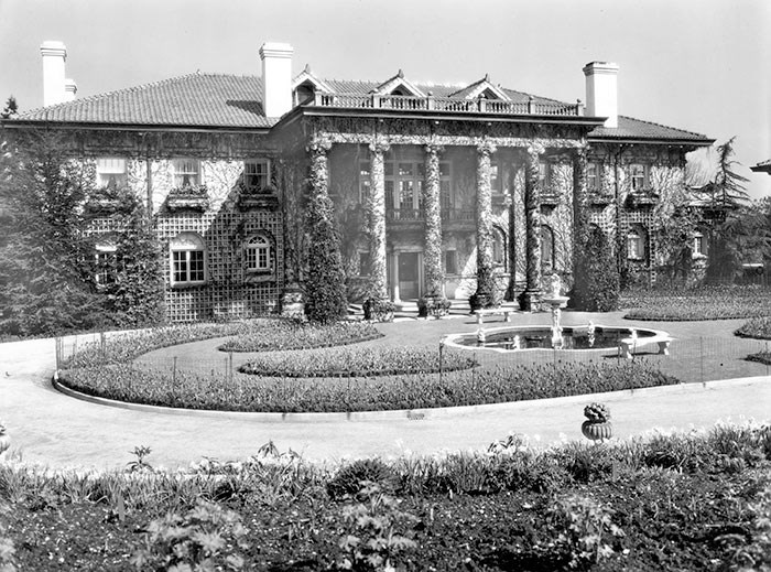 The front of Hycroft Mansion on 1489 MacRae Avenue, 1927. Vancouver Archives Item: Bu P688