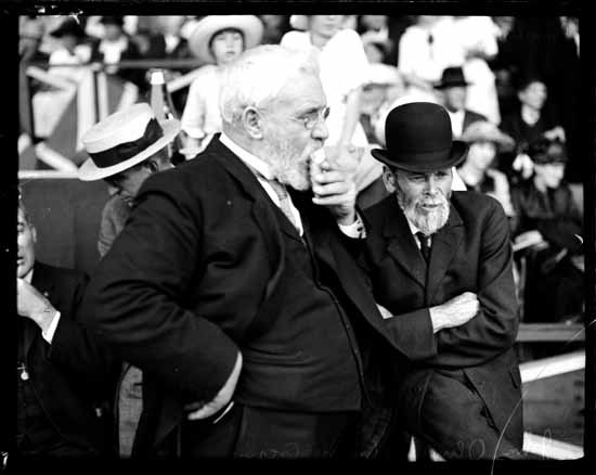 Politician John Oliver eats an ice cream cone at the PNE in 1916 (Vancouver Public Library)
