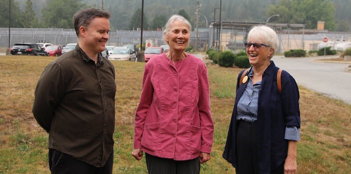 Swanson, centre, with Derrick O'Keefe and Ann Roberts after being released from jail (@swanson4council/Twitter)