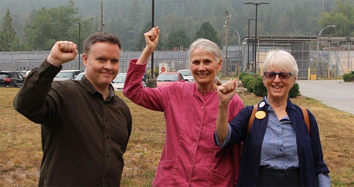 Derrick O'Keefe with Jean Swanson and Anne Roberts outside Alouette Correctional Centre for Women in Maple Ridge, the day Swanson was