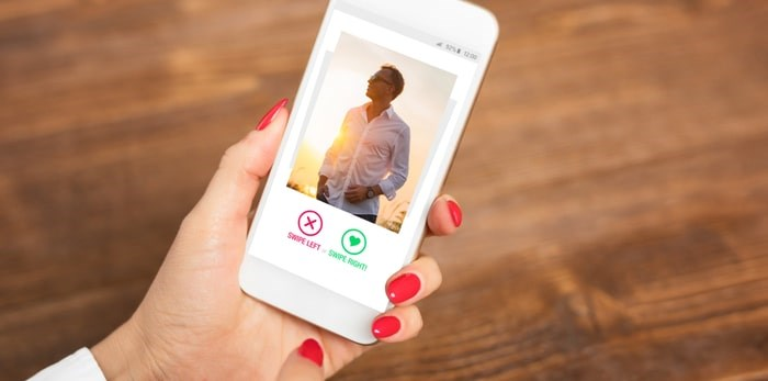Smartphone dating app/Shutterstock