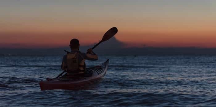 Photo: kayaker at night / Shutterstock