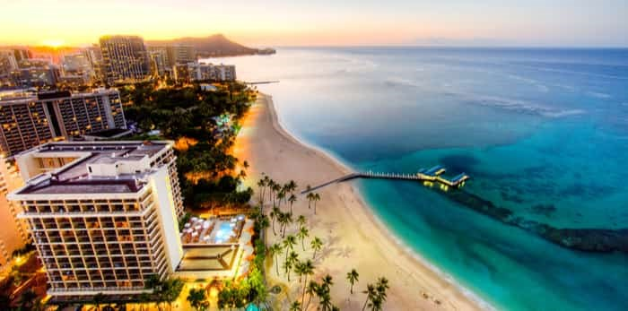 Photo: Waikiki Beach in Honolulu / Shutterstock