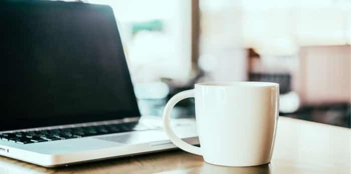Photo: laptop coffee shop / shutterstock