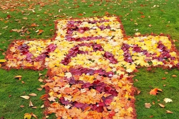 Mystery artist creates East Van Cross out of maple leaves. (Photo by Adrian via Reddit)