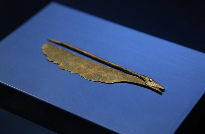 An ancient Egyptian razor blade. Photo Bob Kronbauer