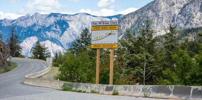 On the Sea to Sky Highway near Whistler ( Luis War / Shutterstock.com)