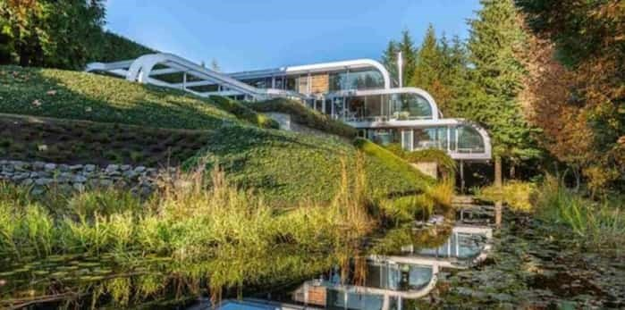 This late-80s masterpiece by iconic architect Arthur Erickson was listed on November 12, 2018 for $16.8 million. Listing agent: Eric Latta