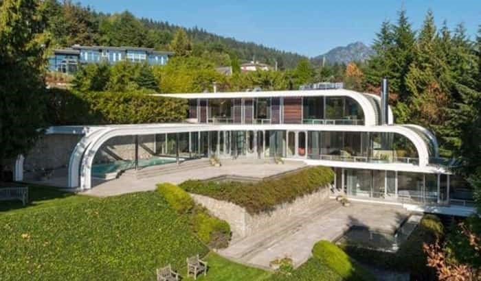 This aerial shot of the house shows how it was designed on two axes, with the outdoor pool taking up one wing of the structure. Listing agent: Eric Latta