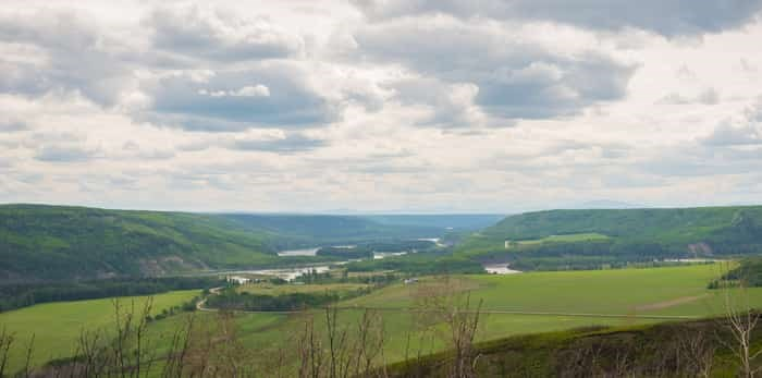 View of Peace River valley from the Peace River Lookout near Fort St. John / Shutterstock
