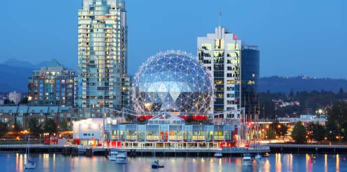 Vancouver at night / Shutterstock