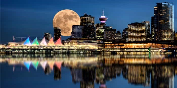 Vancouver Night Full Moon from Stanley Park / Shutterstock