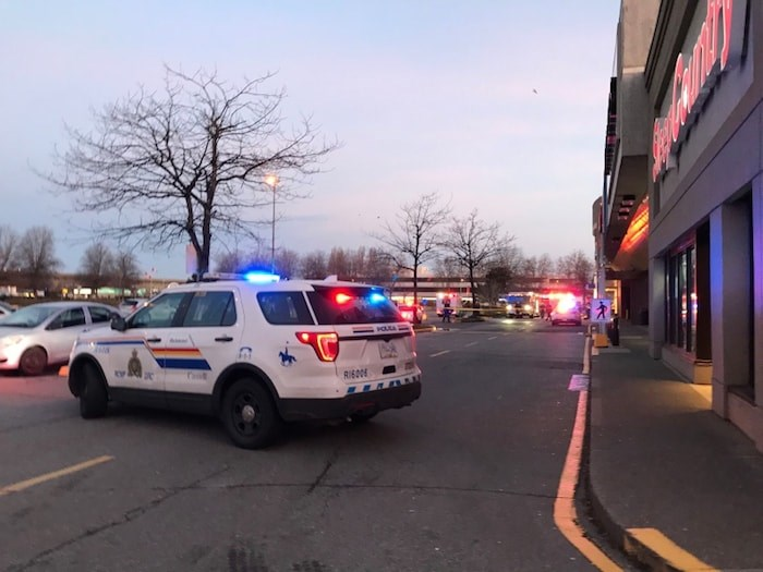 Police were on scene just before 8 a.m. at Lansdowne Centre on Dec. 21, 2018. Photo: Megan Devlin / Richmond News