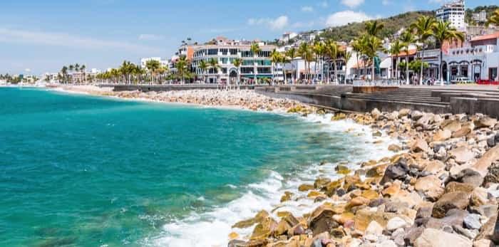 Promenade of Puerto Vallarta, Jalisco, Mexico / Shutterstock