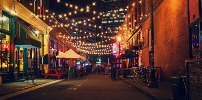 Portland back alley / Shutterstock