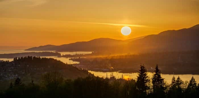 Sunset view from mountaintop, Burnaby Mountain, British Columbia, Canada / Shutterstock