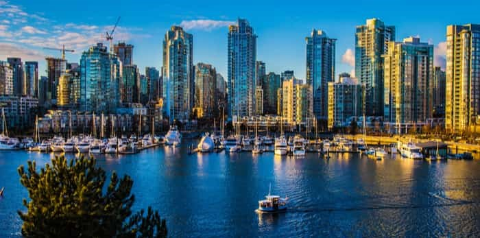 Beautiful view of Vancouver, British Columbia, Canada / Shutterstock