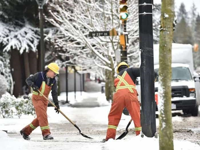 Vancouver city crews clearing snow along Cambie Street Monday morning. Photo Dan Toulgoet