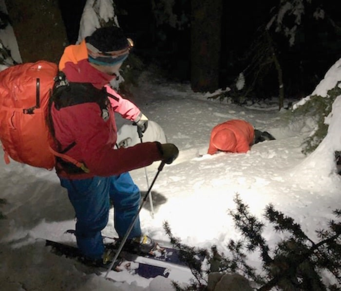 A North Shore Rescue volunteer prepares to help a lost snowboarder near the Howe Sound Crest Trail. photo supplied, North Shore Rescue