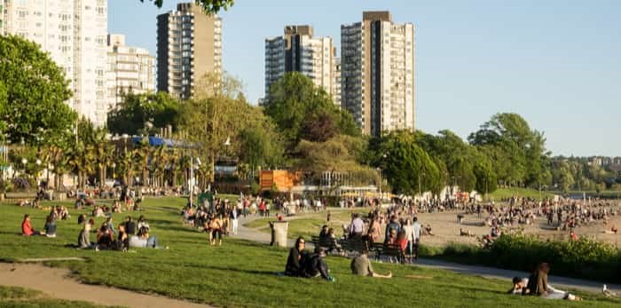 Vancouver Canada, May 2017. People enjoy the sunshine at English bay beach / Shutterstock